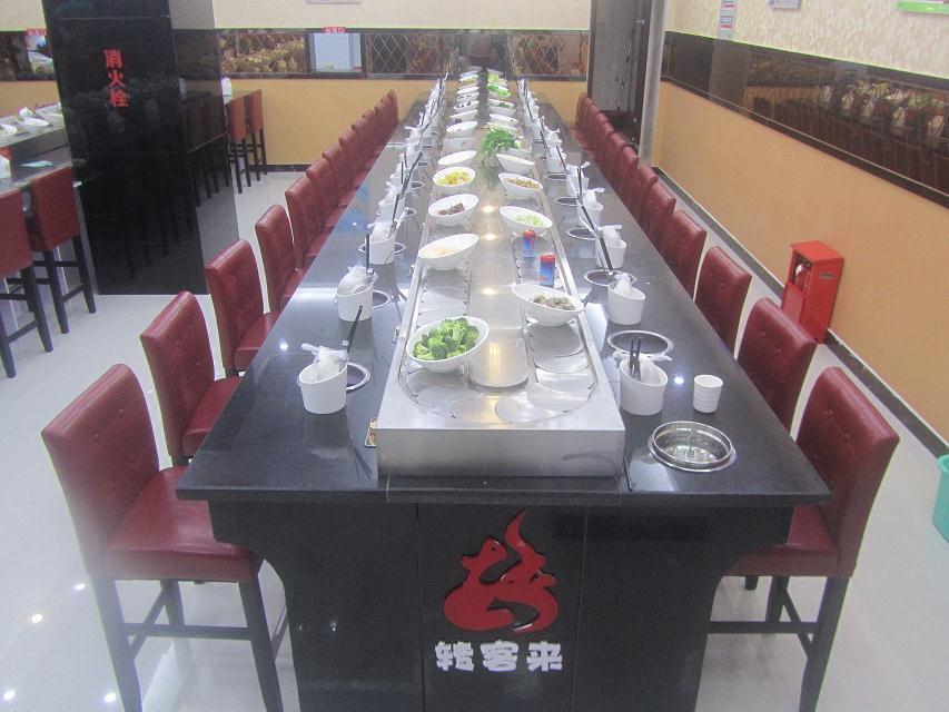 南京爱鑫聚拥有一批精良的工程师、优秀的工程技术人员和餐饮策划人员。除了为顾客贴身设计生产 不同规格型号的产品,外应市场需求增设了齐全的软硬件配套服务(餐饮策划、回转寿司厨师协会、 回转餐饮餐具、厨具、餐料)。 本机由下列三大部分构成:台架装置、动力装置、输送带。 本机主要采用304不锈钢材质和工程塑料等美观、耐用、卫生的材料制造而成。 本机可根据餐店使用面积及客户要求进行设计。设备造型:根据客户要求定做、店面设备布局由我公司免费设计。 售后服务:我公司所生产设备均提供一年保修、终身维护、。 设备运输:一般