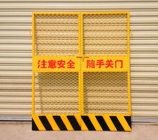本公司专业制造施工电梯门