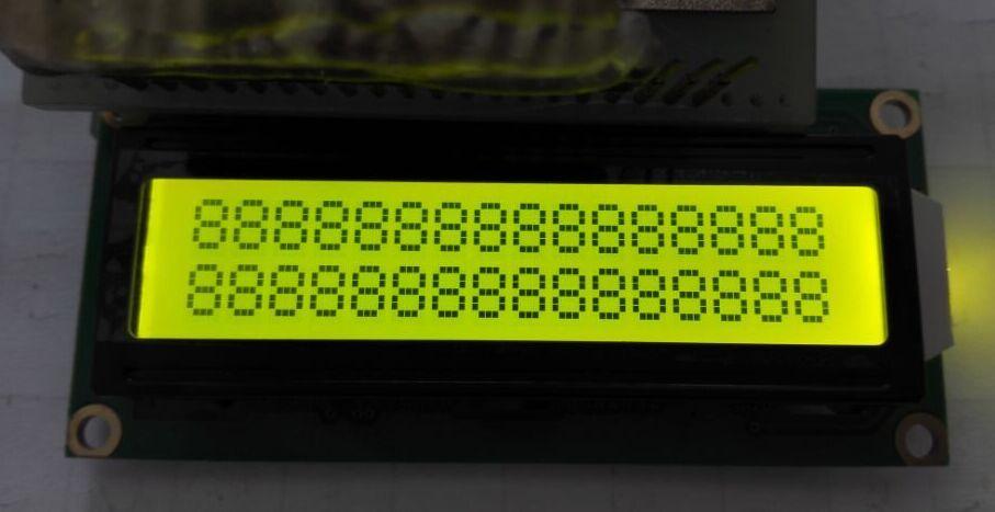 字符数: 16字符2行 型 号:JMD1602C 外型尺寸:80.036.012.0mm 视域尺寸:64.513.8mm 字符大小:2.955.55mm 显示模式:黄绿屏/STN/负显/全透/黄底黑字 背 光:黄绿光 接 口:并口 工作温度:-20~+70 储存温度:-30~+80 控制驱动器:SPLC780D IC封装方式:COB 驱动电压:5V/3.