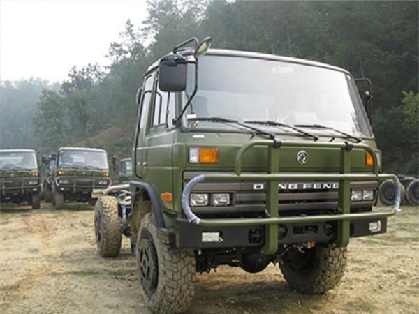 四驱越野卡车东风康明斯EQ2070G平头4X4越野卡车报价