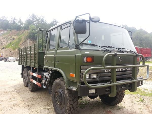 六驱越野卡车东风康明斯EQ2102双排平头6驱越野卡车报价