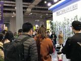 娇娇机器人在国际广告设计展为隆华广告器材公司代言