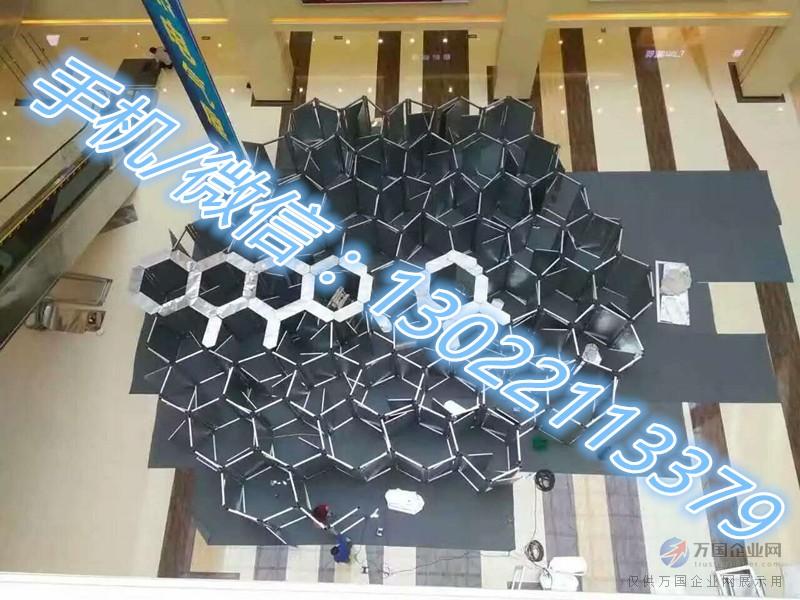 初春,多人互动道具将会受到客户的青睐,大型互动道具蜂巢迷宫,蜂窝迷宫,适合于多人玩的智力游戏,选择不一样的展品,你的活动将会有不一样的效果,这个春天你想火吗?那要看你选择什么道具了,蜂巢迷宫,蜂窝迷宫,强大脑智力游戏,在这个春天一定会火起来, 如果您是房产商,在您的楼盘销售处布置300平方蜂巢迷宫,您还怕没人问津吗? 如果您是广场,您还因不知道建造什么标志性建筑物而愁眉苦脸吗? 如果您是商场策划者,您还会为节假日的策划主题布置而犯愁吗? 如果您是餐饮经营者,您还怕找不到亮点去吸引更多消费者吗? 我们为您提