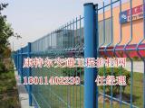 桃型立柱护栏网价格三角折弯型围栏网钢板网报价