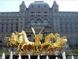 酒店装饰设计之玻璃钢雕塑