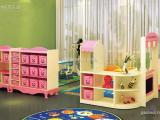 幼儿园桌椅幼儿园玩具柜幼儿园午睡床是实木的好还是塑料的好