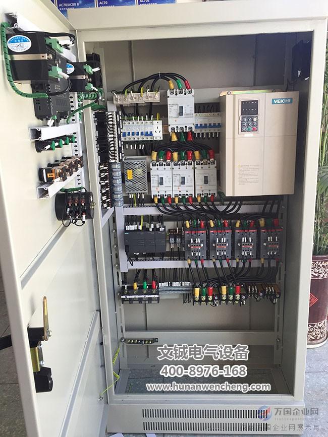 变频控制柜的结构是什么样呢,有那些作用 变频控制柜众所周知,可以节能,延长仪器的寿命等很多功能,所以很多方面都会用到变频控制柜,那么我们今天就来看看变频控制柜的结构和作用。   变频器控制柜(变频器电控柜/电气控制柜)可广泛应用于冶金、化工、石油、供水、矿山、建材、电机行业等泵类、风机、压缩机、轧机、注塑机、皮带运输机等各种中压电机设备。   变频柜采用封闭柜式结构,防护等级一般为IP20,IP21,IP30等,采用型材骨架,表面涂敷喷塑,且容易并柜安装,上端可配置母线,变频器面板外引至柜体外表可直接操作