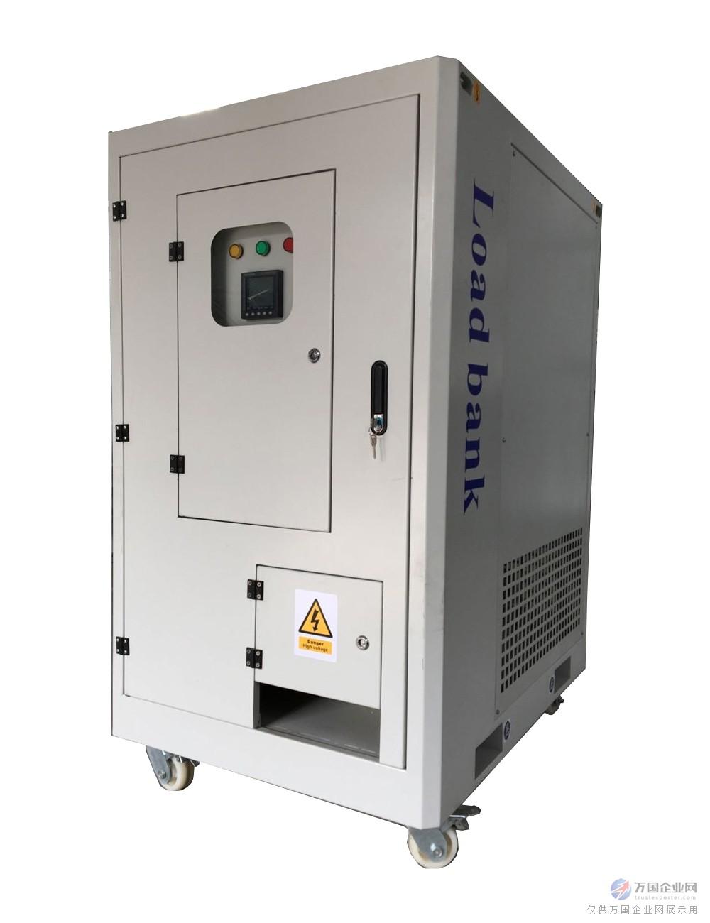 干式负载箱是我公司独自研发的电能负荷测试装置:操作容易、体积小、运输方便、可视负荷容量大小、并联电阻堆的电路增减负荷容量。调节负荷容量有手动型和电脑控制型。与传统水负荷和电阻片负载箱相比,无漏电、不产生有害气体和废水。负荷测试精度高,调节更容易,无需测试准备时间,可连续长期使用等诸多优越性。 干式阻性负载箱内部分为2个区域,前为电阻控制室、主电路元器件安装室,后部为为电阻安装位置。电阻区有独立的冷却风机,保证了整个系统的散热和使用寿命。电阻管为我公司独自研发定型,每根电阻元件的阻值和容量的误差1.