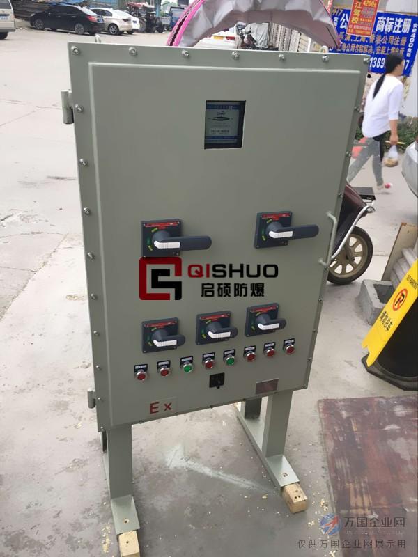 如何采购: 1.定做防爆配电箱,首先要提供防爆配电箱的防暴标志。如:Ex de II B T6 2.好能直接提供防爆配电箱的型号,或者外形图、电气原理图;如果都没有就需要提供防爆配电箱的类别 (照明或动力)、产品特征(有多少回路)、进出线口(数量以及大小和方向)、漏电保护、 安装环境和方式、内部电器品牌(欧瑞常规电器品牌为ABB、施耐德)等等。 3.