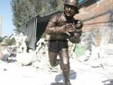 消防员雕塑,玻璃钢消防战士雕塑