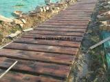 优质仿木栏杆地板安装工程