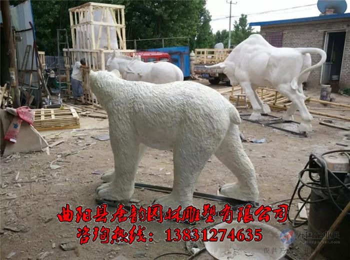 北极熊雕塑
