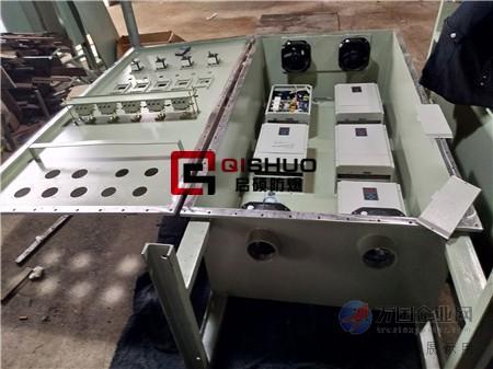 通过改变电机工作电源频率方式来控制交流电动机的电力控制设备.