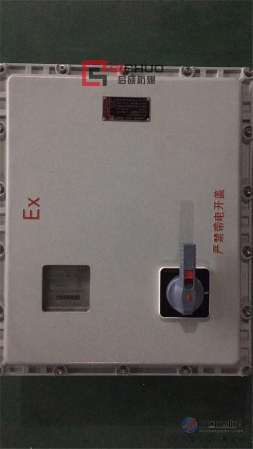 三相四线电表,电度表,断路器等等元件.