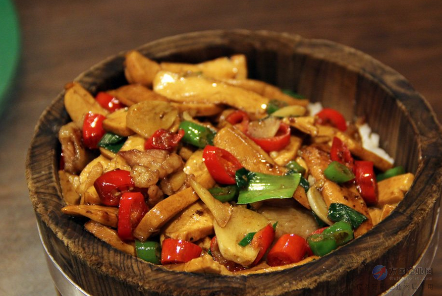 韭菜炒香干,地三鲜,猪手饭,酸豆角饭,红烧肉饭,玉米饭,泡椒小鱼仔饭