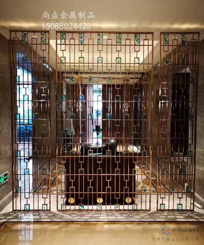 红古铜不锈钢屏风镂空雕花背景墙安装效果图
