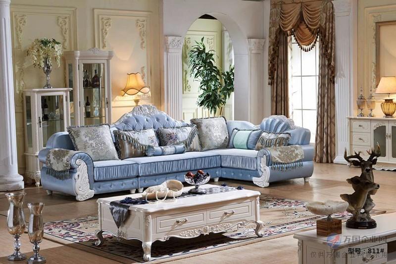 欧式沙发坐面为布料;沙发环保舒适,柔软透气,自然环保,很贴近皮肤,是图片