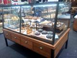 武汉蛋糕展示柜、面包展示柜制作认准尚典展柜、展架定制