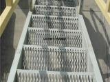 楼梯踏步钢格板-楼梯踏步防滑板-焊接钢格板
