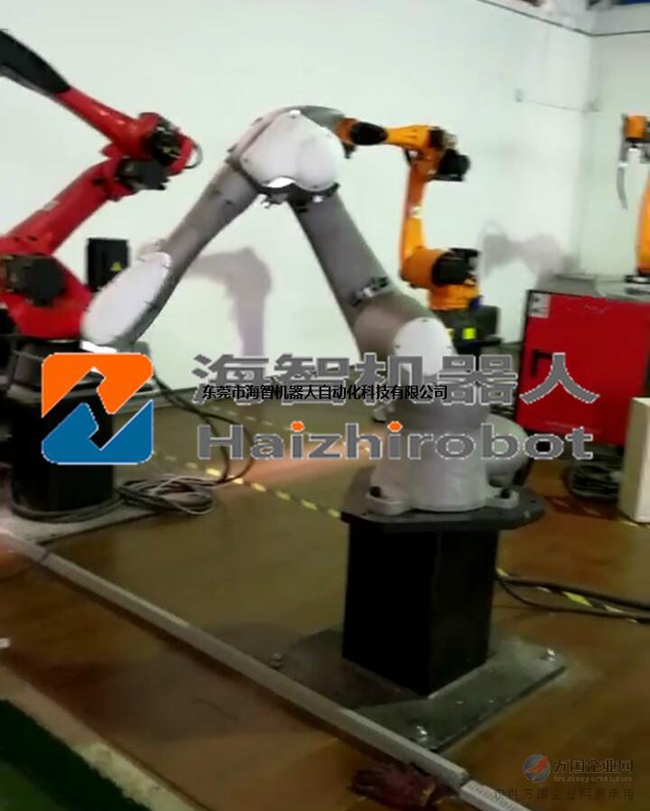 东莞海智机器人专业喷涂机器人生产厂家! 供应机器人喷涂油漆。水帘房喷涂机械臂。流水线追踪喷涂机器人 喷涂机器人又名喷漆机器人,是可进行主动喷漆或喷涂其他资料的工业机器人,它的首要构成由机器人本体、计算机和相应的控制系统组成。机器人的关节多选用五或六自由度关机式结构,手臂有较大的运动空间,而且能够做一些杂乱的轨道运动,腕部一般有2到3个自由度。比较先进的机器人腕部选用的是柔性腕,能够向各个方向曲折并滚动,能够很便利的通过较小的孔伸入工件内部,喷涂外表,广泛运用于汽车、仪表、电器等工业生产职业。