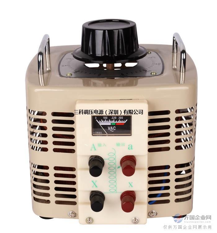 单相自耦调压器是一种在电力行业常用到的变压工具,可连续调节输出电压0—250V,具有波形不失真、体积小、重量轻、效率高、使用方便、性能可靠能长期运行等特点。 单相自耦调压器使用条件 该系列调压器应在室内使用,正常使用条件为: 1、环境温度:-15~+45; 2、海拔高度不超过1000m; 3、相对适度:≤90%; 4、应接触良好并能通过调压器额定电流; 8、搬动调压器时不得用手轮,而应用提手或将整个产品提起移动; 9、调压器需要横装大面板上或立装在其它底座上时可利用调压器底座的安装孔