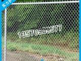 供应篮球场包塑围网 学校运动场防护网 包塑编织型勾花网护栏