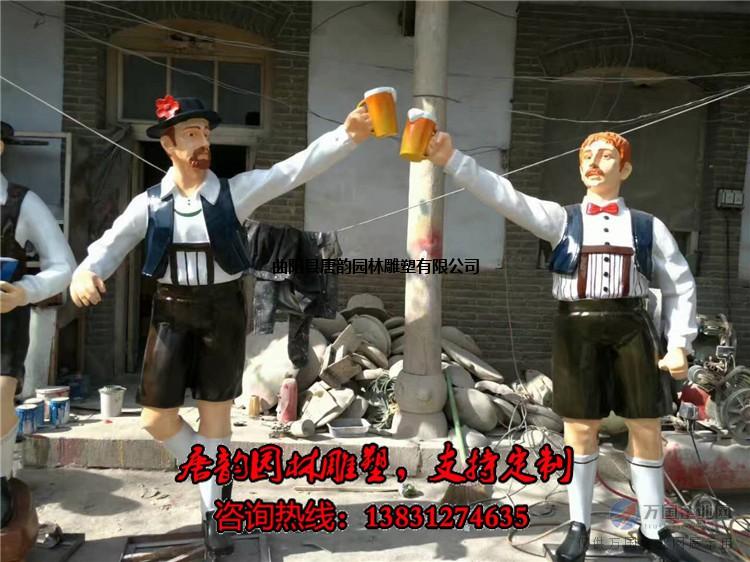 玻璃钢喝啤酒人物雕塑,啤酒主题雕塑