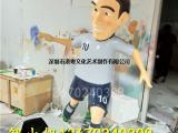 体育运动宣传仿真人物踢足球雕塑大型玻璃钢足球模型
