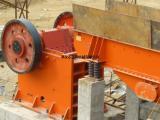 厂家直销颚式矿山粉碎设备 花岗岩石头颚式破碎机
