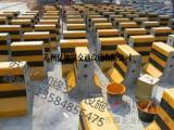 混凝土隔离墩价格水泥防撞墩制作黄黑石墩子批发红白护栏销售