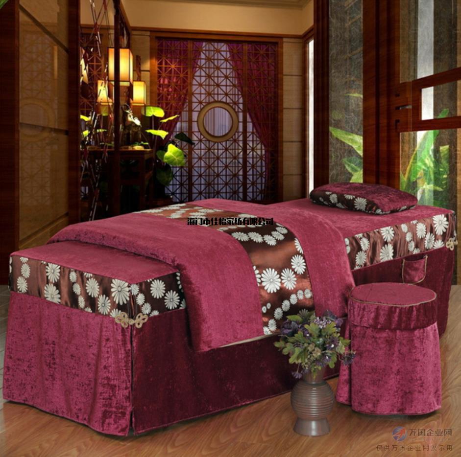随着国人消费水平的提高,美容、养生、等行业的兴起,以及中高端美容各种不同风格的美容床的蓬勃发展,美容床以其舒适性、功能的多样性和便利性越发受到欢迎。相比冰冷硬朗的金属床架电动美容床,实木床架的电动美容床由于在造型上的美观、风格上的多样化,更受市场和终用户的青睐。