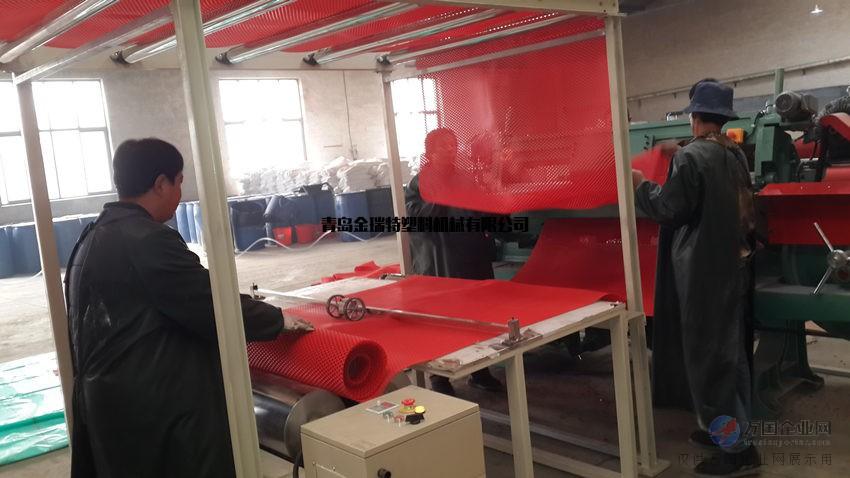 喷丝地毯设备PVC圈丝汽车地垫生产线