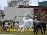 碧桂园楼盘一批玻璃钢黑白抽象鹿群雕塑