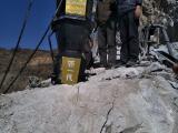 地下镁石矿山开采分石头机器
