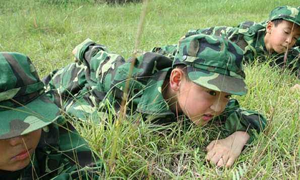 军事夏令营机构 雷霆万钧夏令营(在线咨询) 安庆军事夏令营