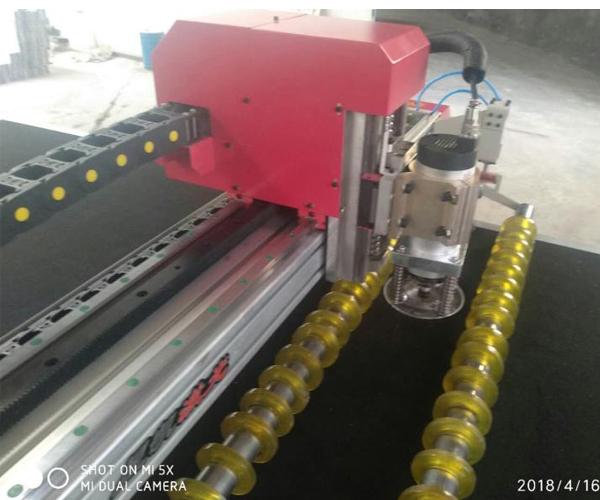 本溪汽车脚垫旋转刀切割机多少钱产品介绍
