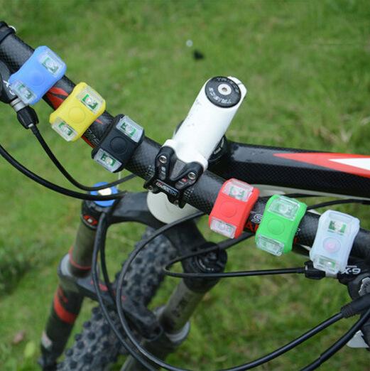 自行车灯六代青蛙灯山地车装璜灯平安警示灯死飞尾灯单车配件配备