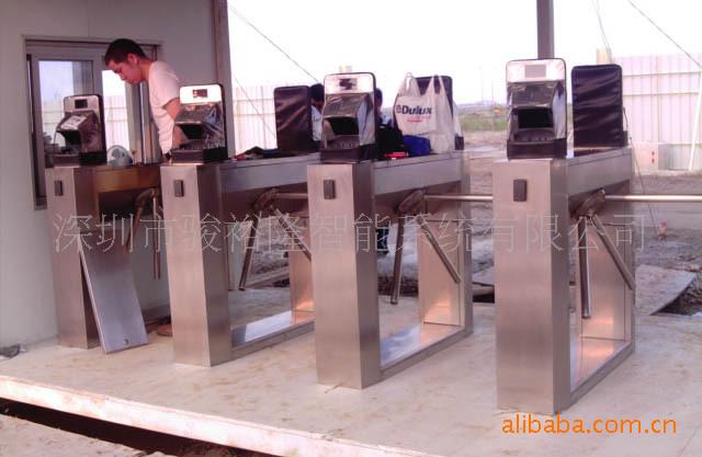 掌纹门禁机在修建工地出入口闸机零碎中的治理与使用