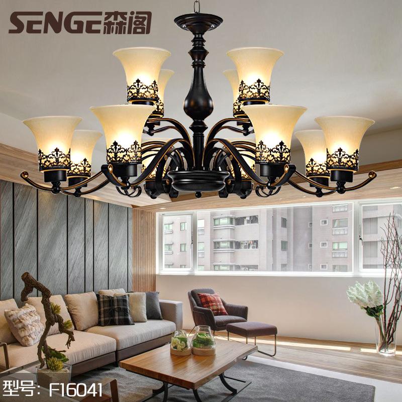 欧式客厅吊灯花架铁艺外观设计搭配精巧的玻璃灯罩与低温烤漆主体