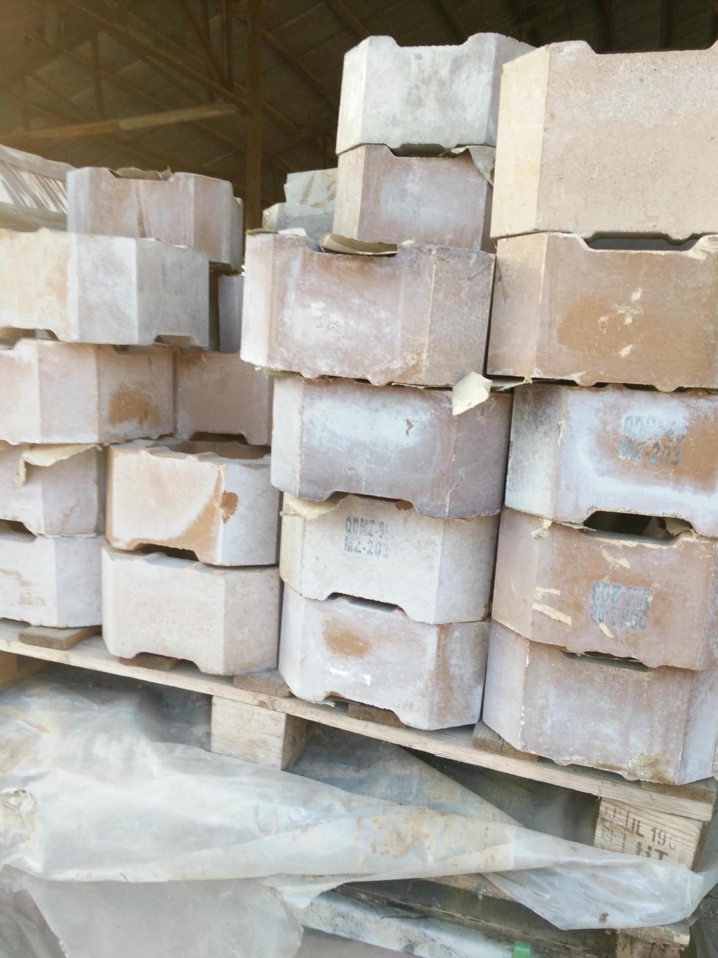 库存解决筒形电熔镁砖烧结莫来石卡脖吊墙砖间接结合镁铬砖胀缝砖