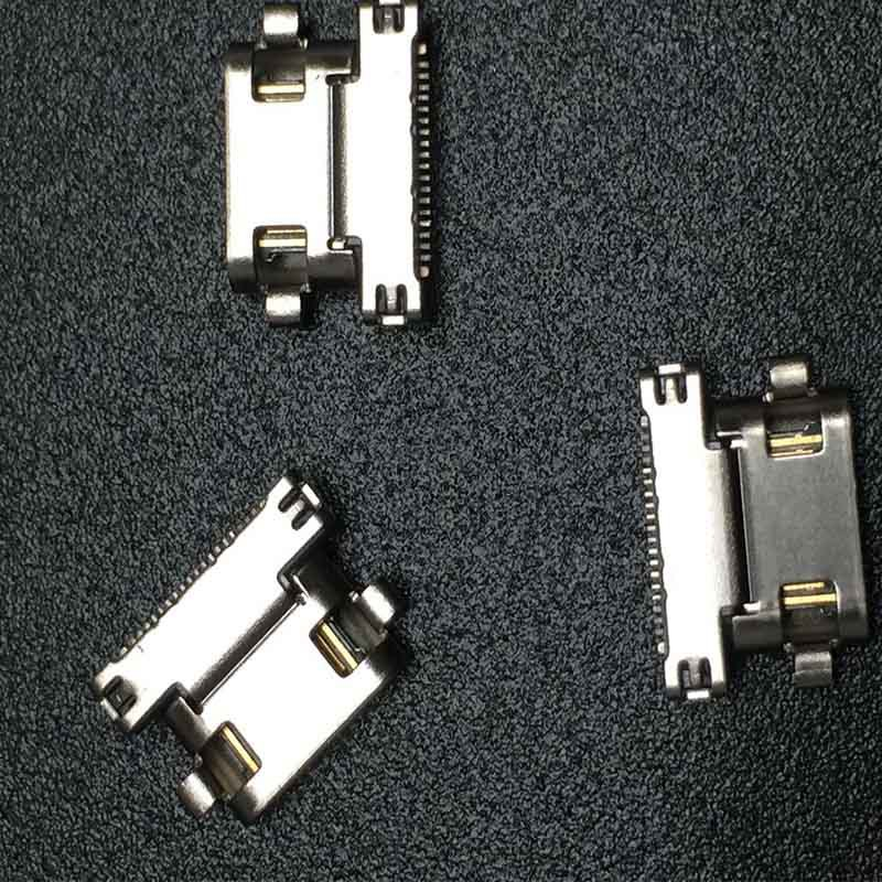 产品描述如下: 1.类型:TYPE C沉板型 母端 2.环保标准:ROHS和REACH 1. 适用范围 适用于高速或更高速率的数据传输,用于连接如手机,平板电脑,移动电源,车充及电源等的连接器。 2.材质 端子:磷铜,底层镀镍,接触PIN针镀金,焊锡部份镀锡。 胶芯:耐温材质,防火标准UL94V-0 外壳:不锈钢,镀镍或镀金 3.