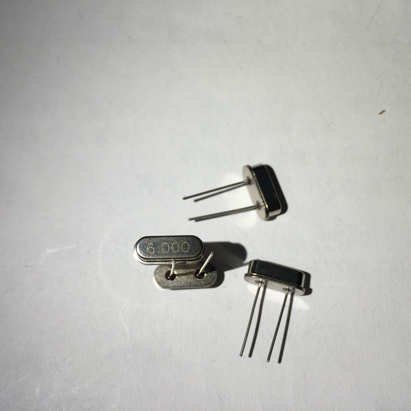 晶康业电子商行 本公司主要经营石英晶振,三极管,继电器,电阻电容,IC集成电路。专业BOM配单 优 势 产 品 系 列  1:贴片晶体谐振器:XTAL (2520 3225 4025 5032 6035 7050 8045 2脚.4脚.金属.陶瓷) 2:贴片晶体振荡器:OSC (2520 3225 5032 7050 有源.4脚.金属.陶瓷)。 3:贴片陶瓷振荡子: 日本村田(MURATA) 片状型:CSTCC:[7.