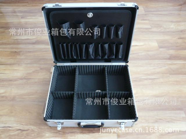 厂家直销工具箱,价格优惠。